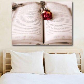 Βιβλίο με τριαντάφυλλο πίνακας σε καμβά