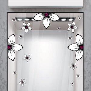 Λευκά λουλούδια με φούξια λεπτομέρειες